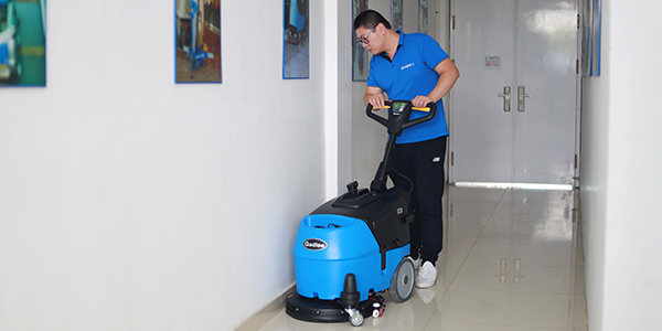 为什么手推式洗地机使用一段时间后噪音变大了