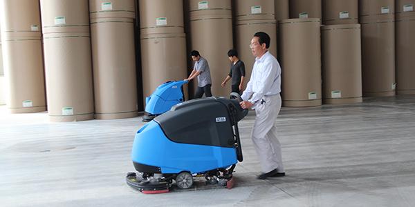 如何有效地维护驾驶式洗地机