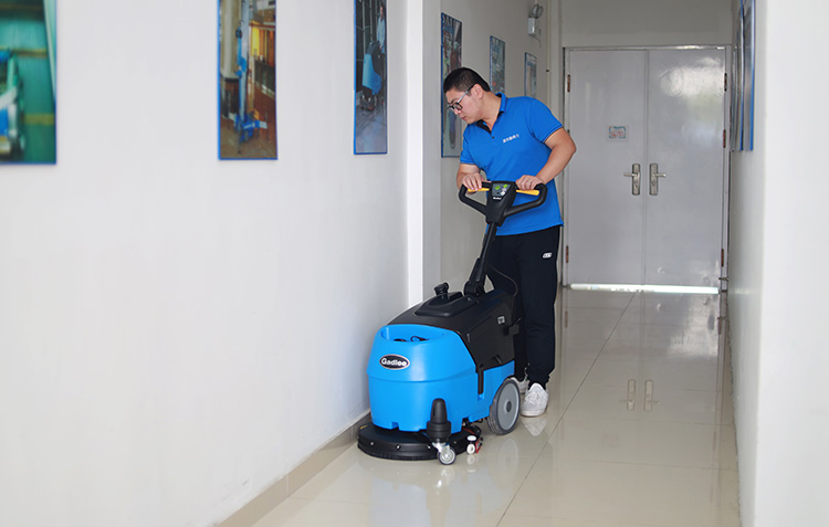 医院/疗养院方案-快速移动至需清洁的地方,并高效率快速完成清洁任务-南京嘉得力