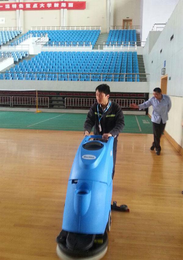 南京航空航天大学洗地机案例